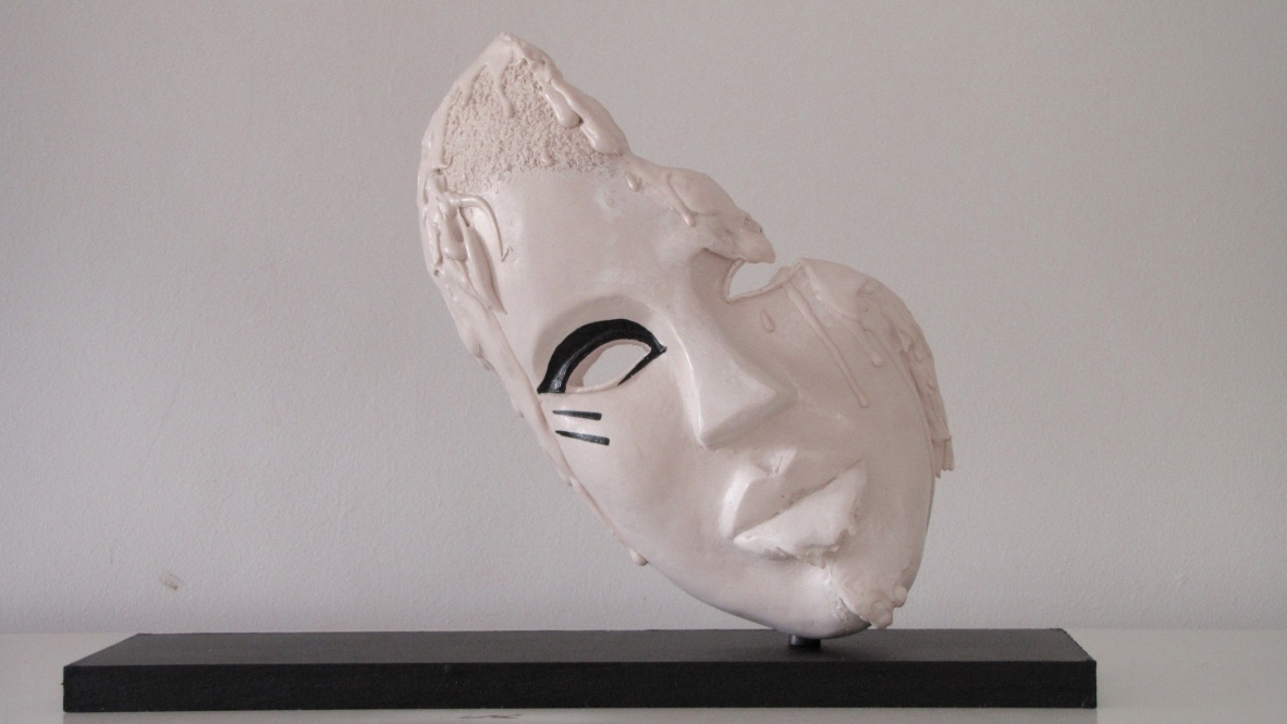 Abstract African mask by contemporary artist Rien Arts, about the crumbling African continent, art on demand, abstract sculpture